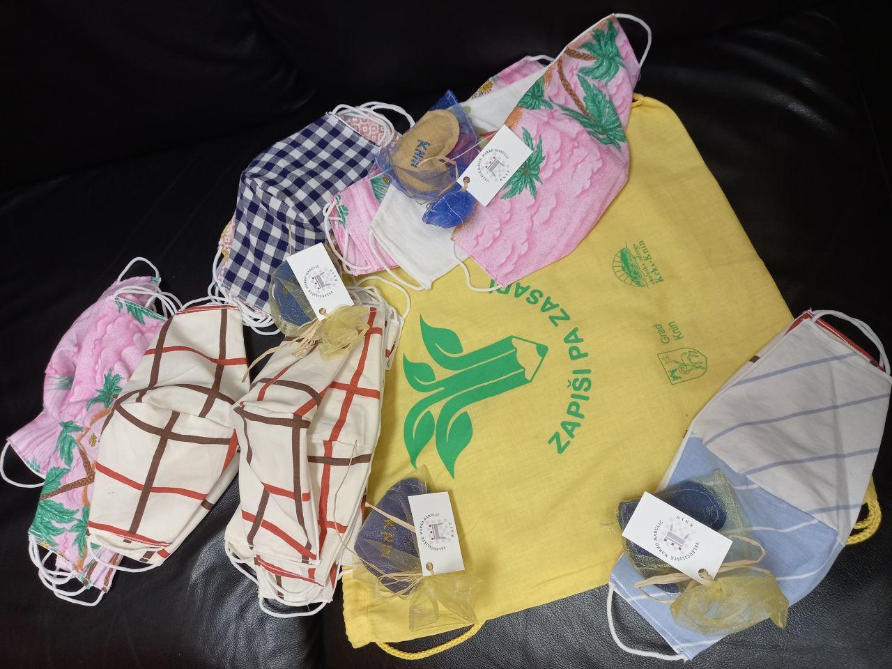 """Donacija maskica Ekološke Udruge """"Krka"""" Knin studentima Veleučilišta"""